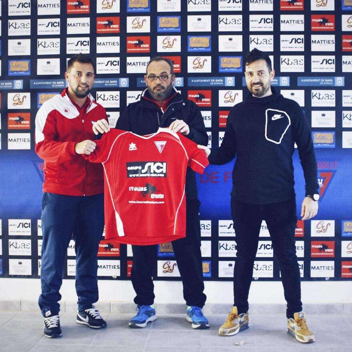 Foto Grupo Sici junto a Itours Adventure los nuevos patrocinadores del Gorgos C.F. para la temporada 2018-2019.